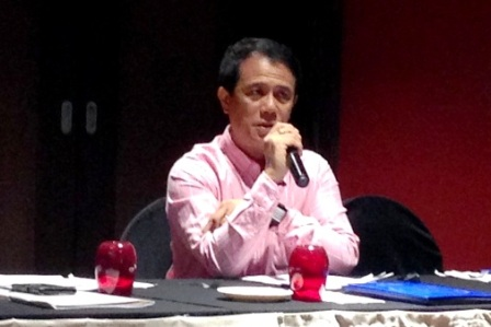 Mr. Casco moderates the discussions during the Validation Workshop.